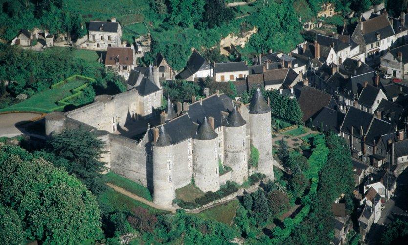 Le château de Luynes fut dressé comme forteresse médiévale (XIII<sup>e</sup> siècle).