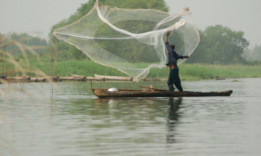 Pêcheur du lac Ahémé.