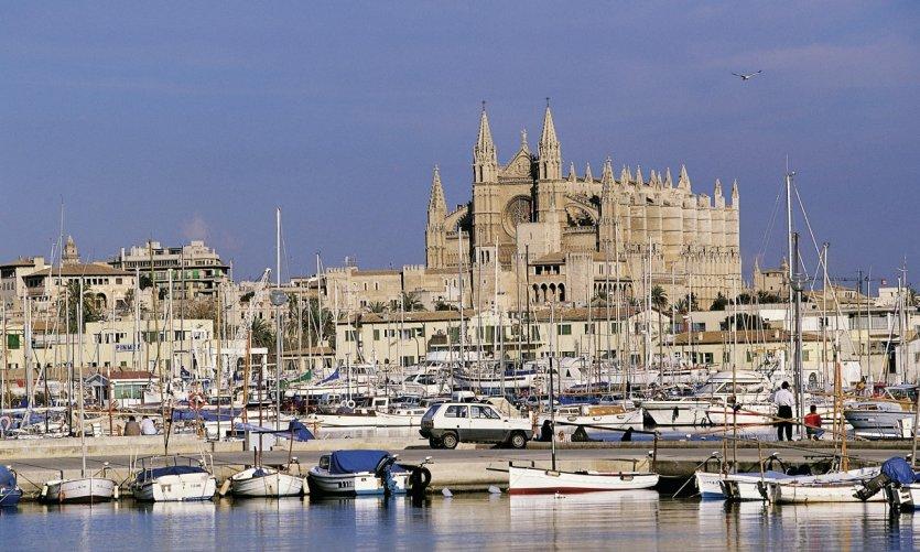Le port et la cathédrale de Palma de Majorque.