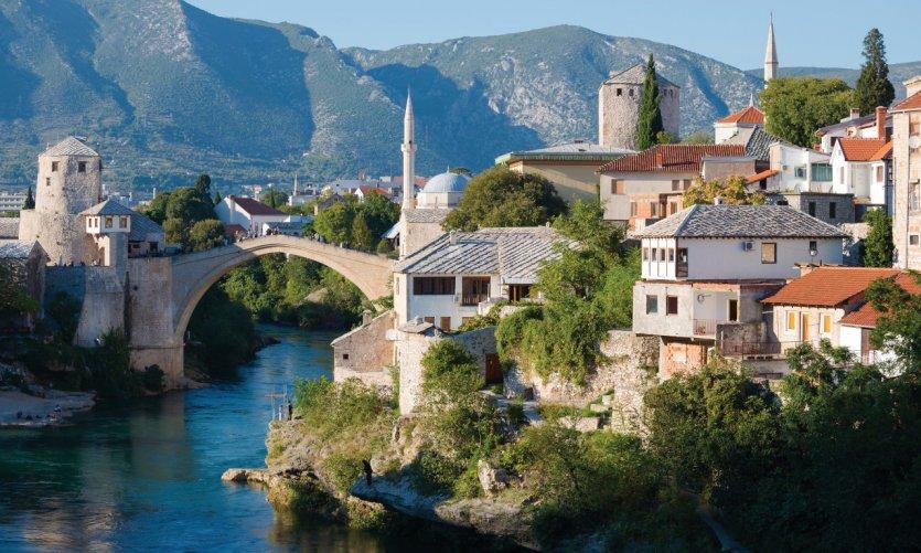 La Neretva et le quartier du Vieux Pont (Stari Most), à Mostar.
