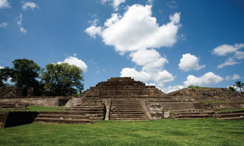 The Mayan archaeological site of Tazumal is located in the village of Chalchuapa, 15 km from Santa Ana.