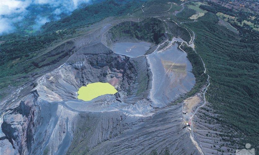 Vue aérienne du volcan Irazú