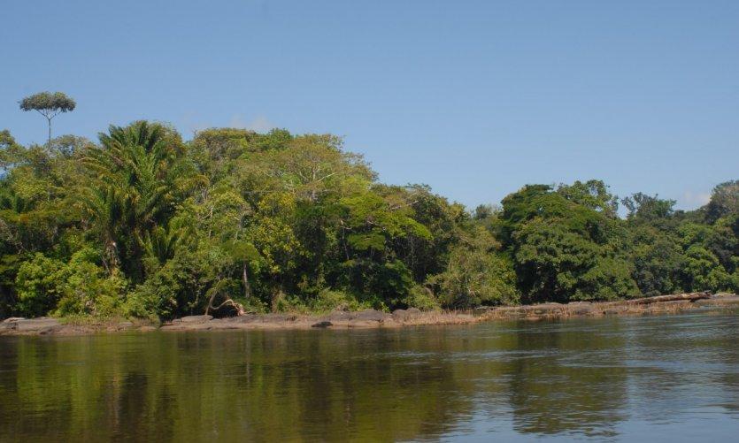 Mabuka, juste en dessous des rapides, sur la Tapanahony.