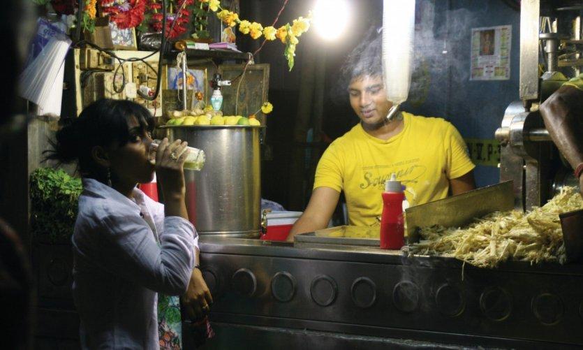 Vente de jus de canne à sucre pressée dans le quartier du Fort.
