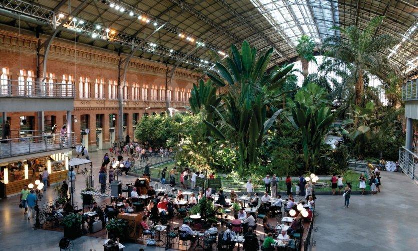 Gare d'Atocha, café et jardin d'hiver.