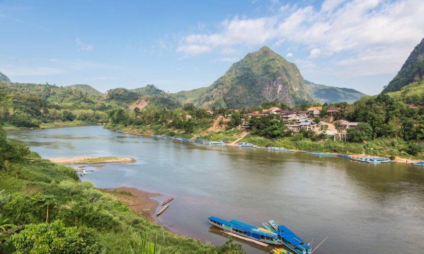 Vista sobre el río Nam Ou cerca del pueblo de Nong Khiaw.