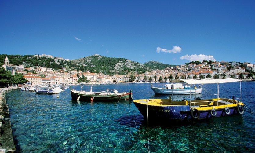 Le port de Stari Grad.
