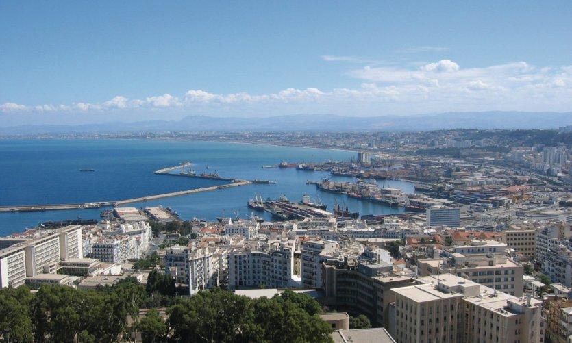 Vue sur la ville et sur le port d'Alger.