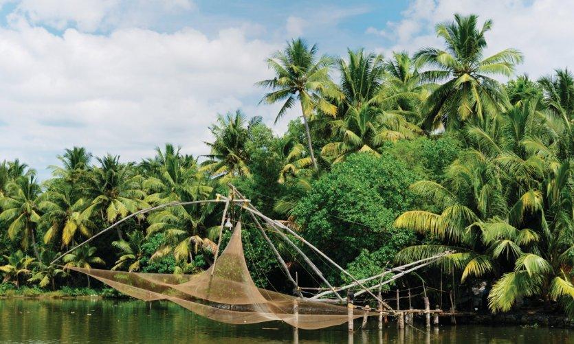 Filet de pêche au-dessus du canal des backwaters.