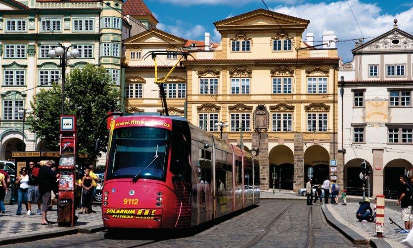 Le tram place Malostranské Náměstí.