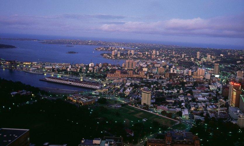 Vue aérienne de Sydney by night.