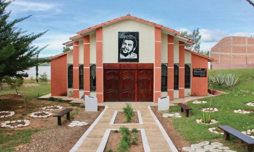 <p>En 2017 se inauguró un mausoleo en honor del Che.</p>
