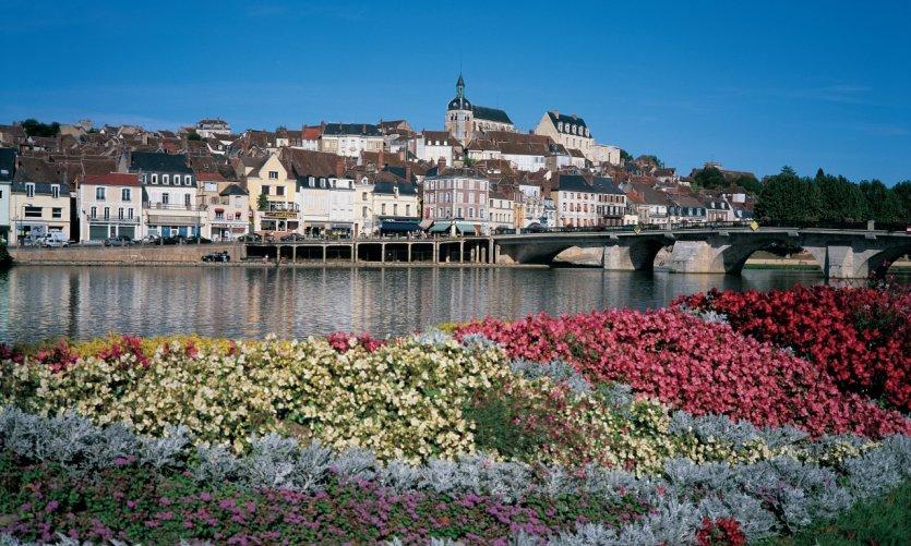 Joigny, au bord de l'Yonne.