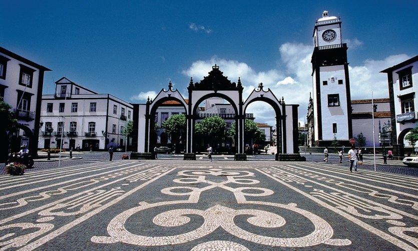 Vue des Portas da Cidade de Ponta Delgada.