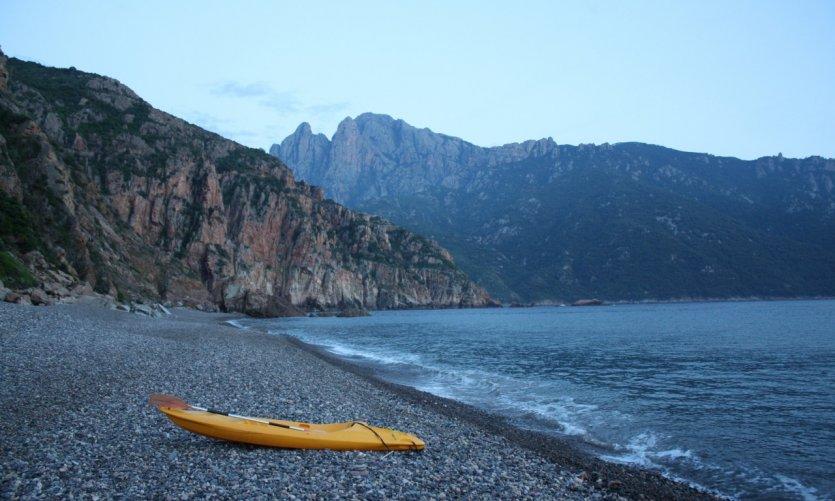 La plage de Bussaglia au coucher du soleil