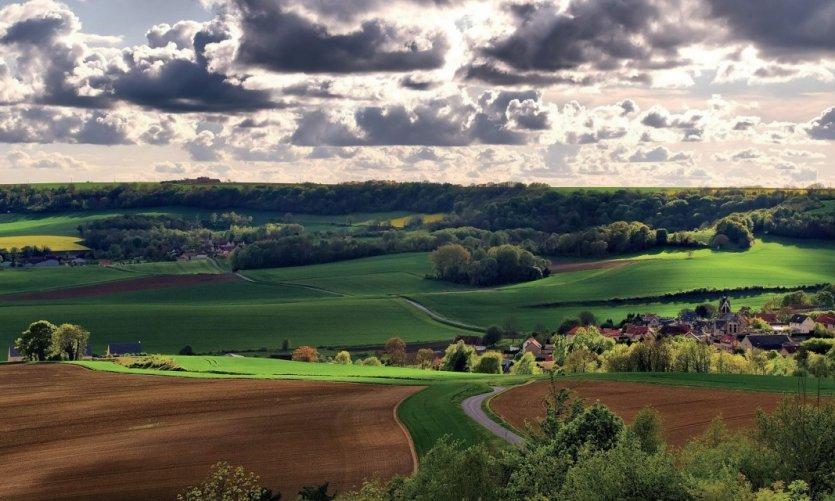 Éclaircie sur un village de l'Aisne
