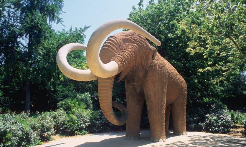 Parc de la Ciutadella, statue du Mammouth.