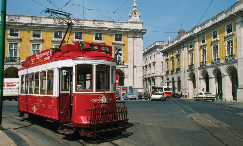 Tramway dans les rues de Lisbonne.