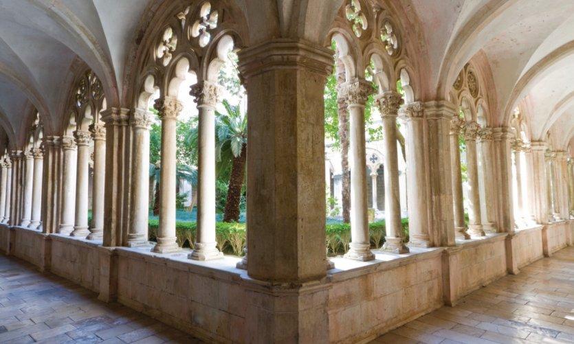Monastère Dominicain (Dominikanski Samostan) datant du XIVe siècle.
