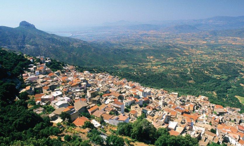 Baunei est un village à flanc de montagne.