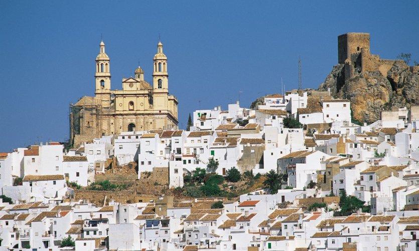 Le petit village d'Olvera sur la route des Villages Blancs.
