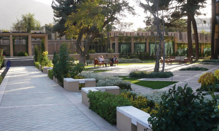 <p>Gardens of the Serena, the grand hotel in Kabul.</p>