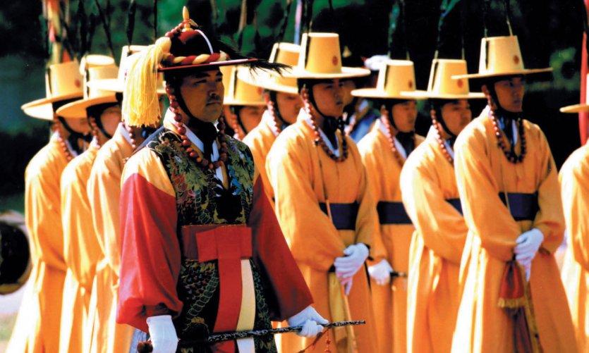 Cambio de la guardia real en el palacio Deoksugung.