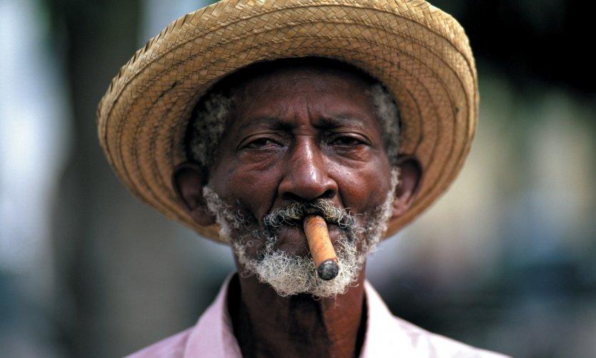 Portrait d'un fumeur de cigares.