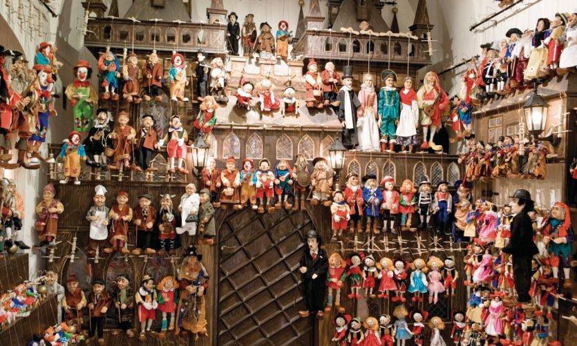 Un monde de marionnettes!