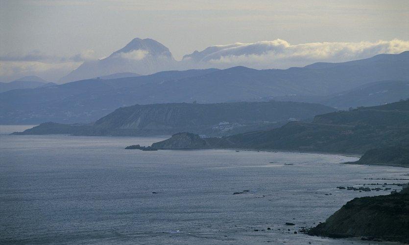 Estrecho de Gibraltar en la región de Tánger.