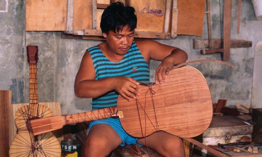 Fabrication de guitare.
