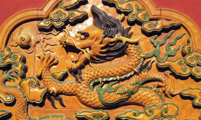 Cité Interdite, céramique de dragon, être céleste omniprésent.
