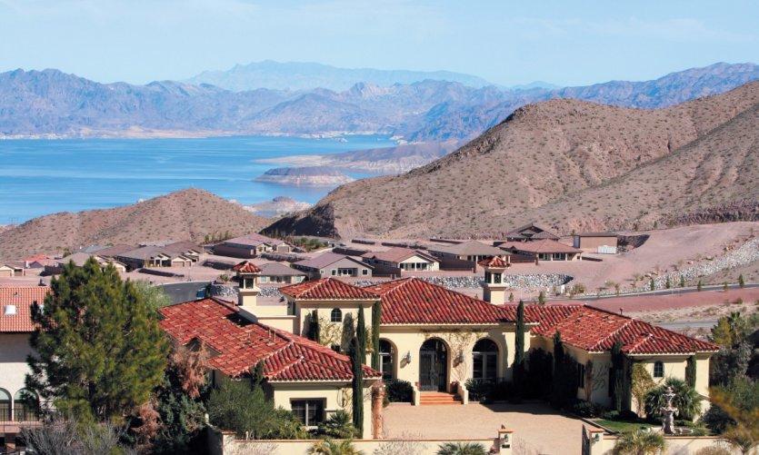 Boulder City offre un panorama sur le lac Mead.