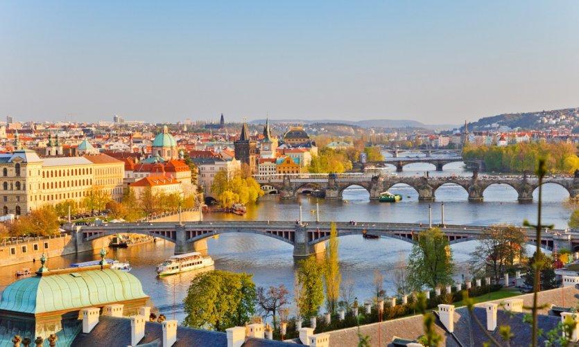 Prague au coucher du soleil.