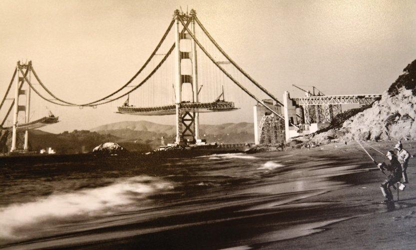 Construction du Golden Gate Bridge.