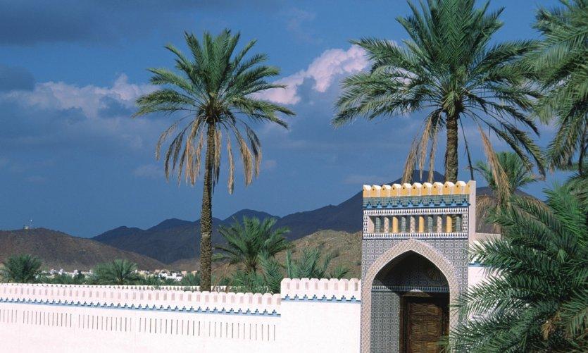 Porte d'une propriété à Fanja.