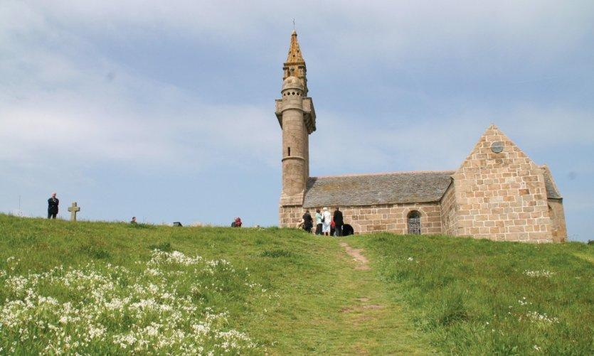 Chapelle Notre-Dame, située au sommet de l'île Callot, à Carantec
