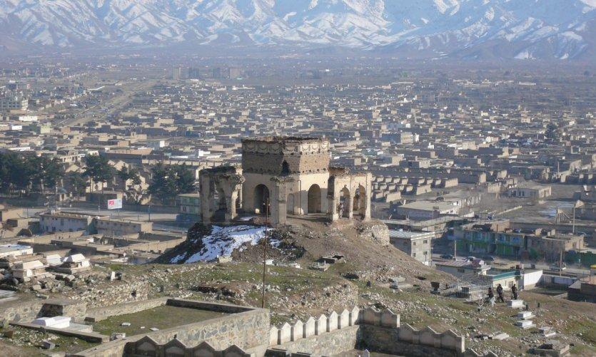 Colline aux cerfs-volants, Teppe Maranjan, avec les tombeaux des rois Nadir Shah et Zaher Shah.