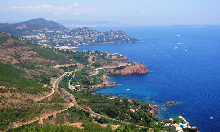 Vue aérienne de la Côte d'Azur.