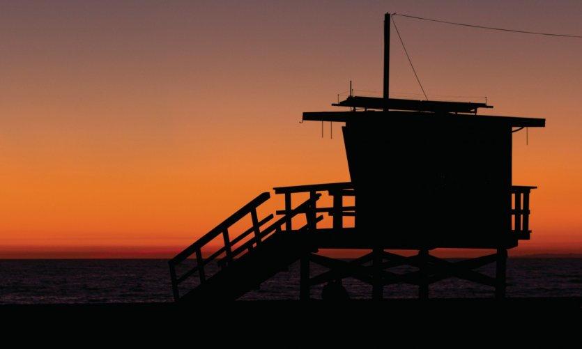 Tour de surveillance sur Venice Beach au coucher de soleil.