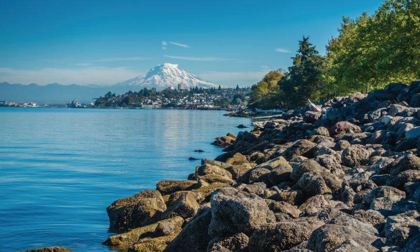 <p>La ciudad de Tacoma dominada por el monte Rainier.</p>