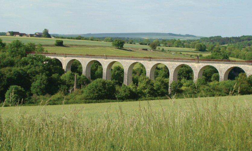 Le Viaduc de Druyes-les-Belles-Fontaines.