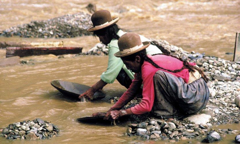 Chercheuses d'or du rio Tipuani, vallée des Yungas.