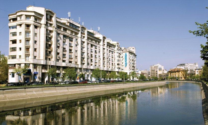 Immeubles bordant la rivière Dâmboviţa.