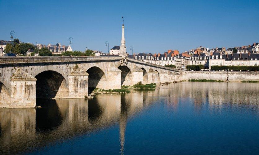 Le pont Jacques-Gabriel de Blois construit au XVIII<sup>e</sup> siècle.