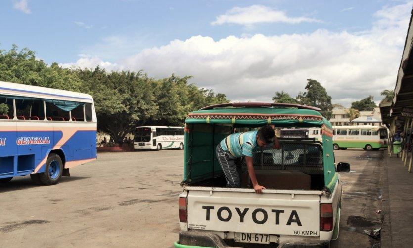 Scène de rue à Suva.
