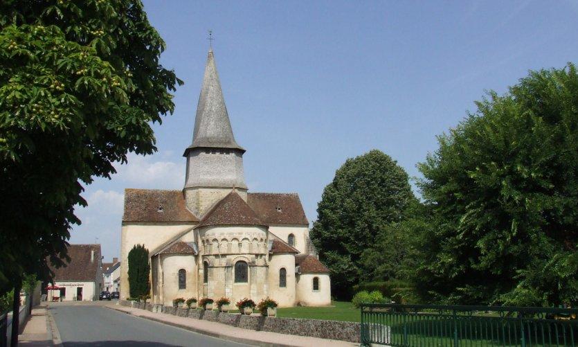 La Collégiale romaine de Saint-Outrille-en-Graçay avec son clocher tors.