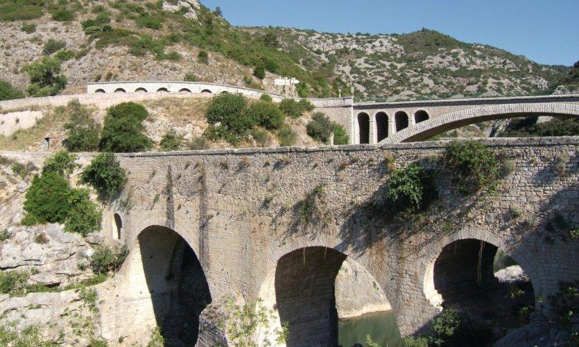 Le Pont du Diable, datant du XIè siècle, était un point de passage sur la route de Saint-Jacques de Compostelle - Saint-Jean-de-Fos