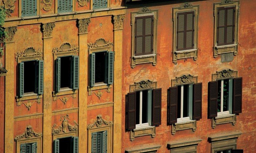 Façades de maisons romaines.