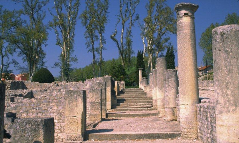 Vaison la romaine guide actualit adresses avis - Hotel vaison la romaine piscine ...